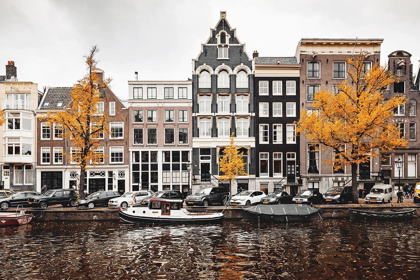 Häuserfassaden in der Prinsengracht in Amsterdam, Niederlande