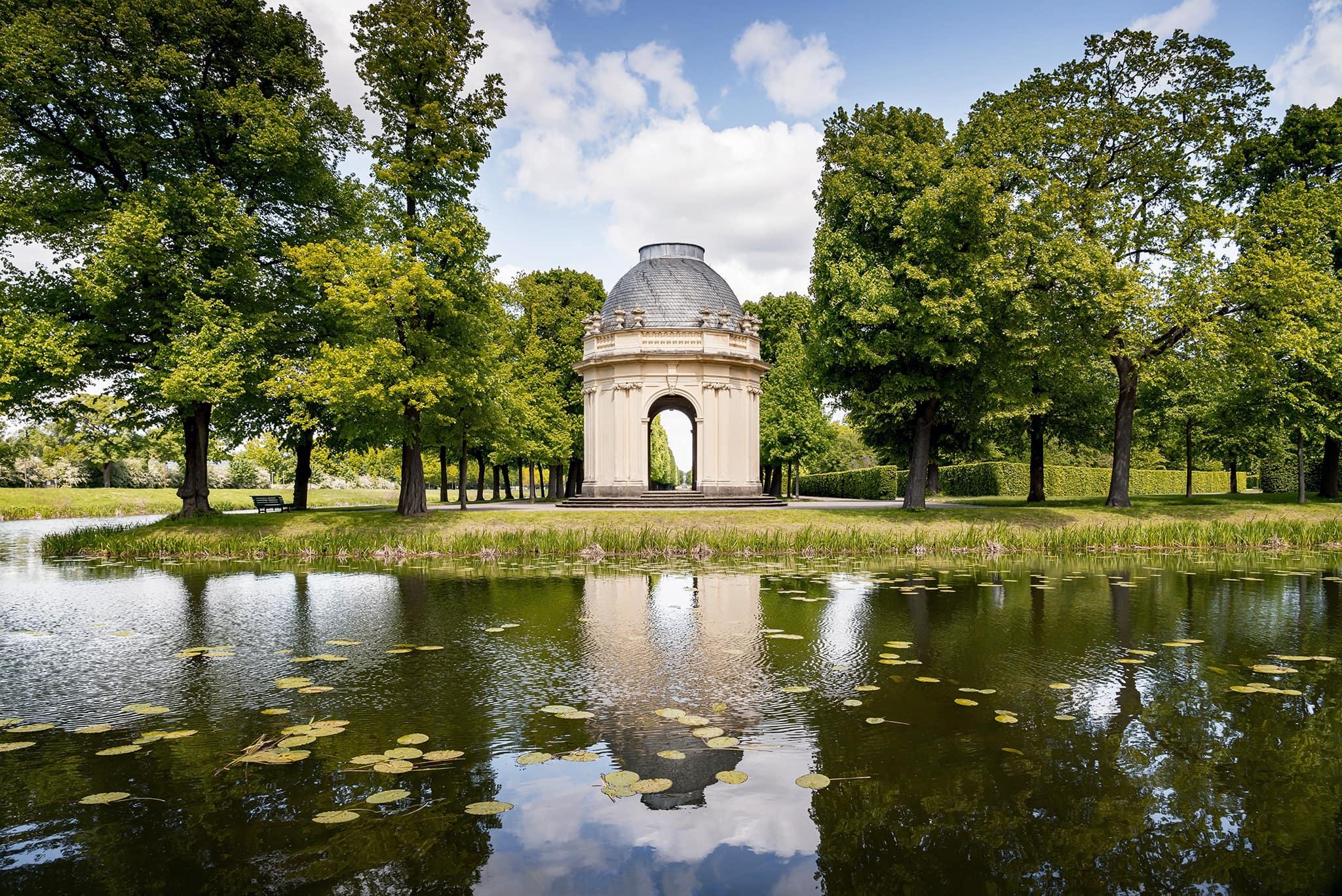 """Remy de la Fosse""-Tempel an den Graften in den Herrenhäuser Gärten Hannover"