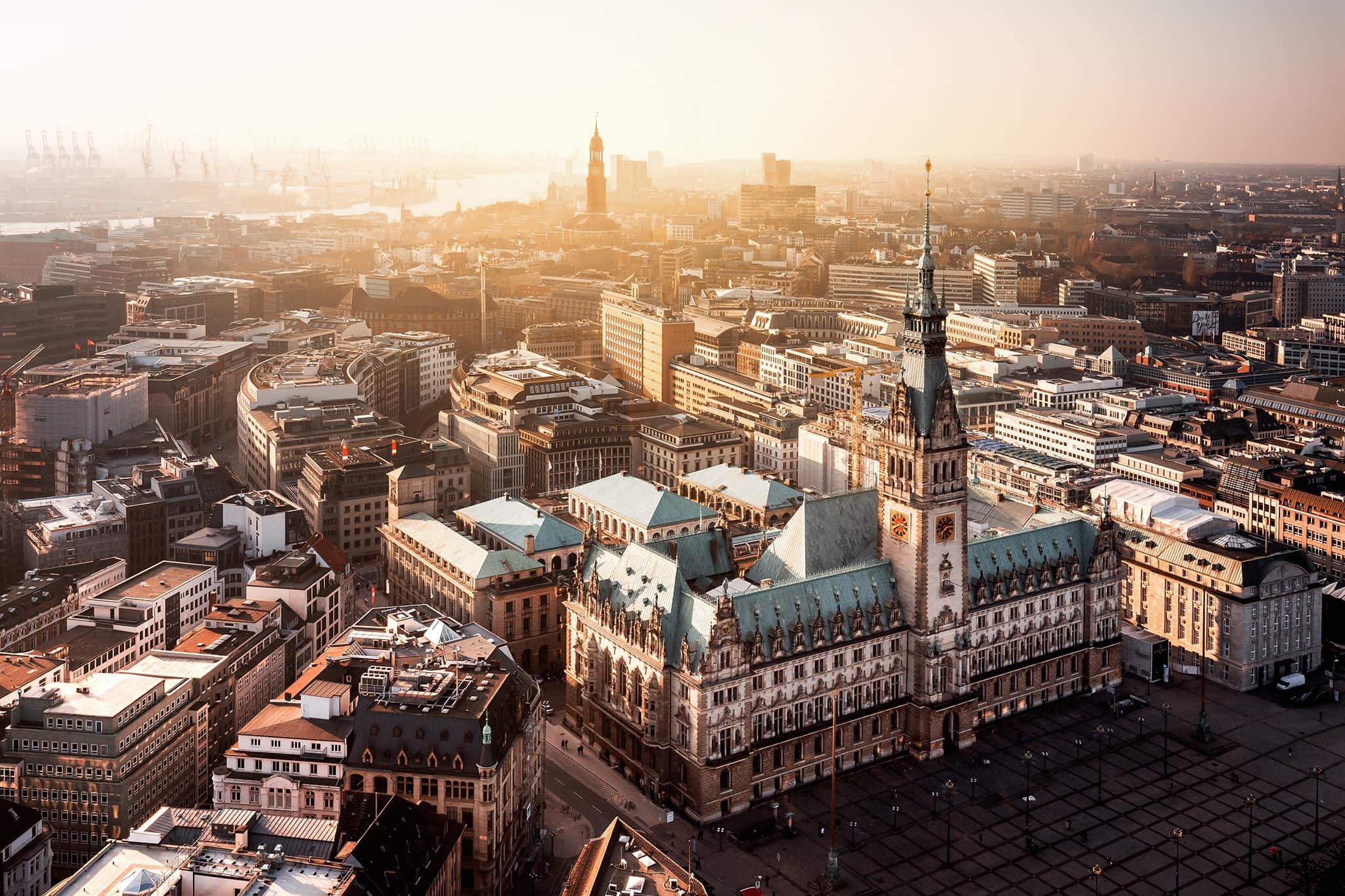 Hamburger Rathaus von oben