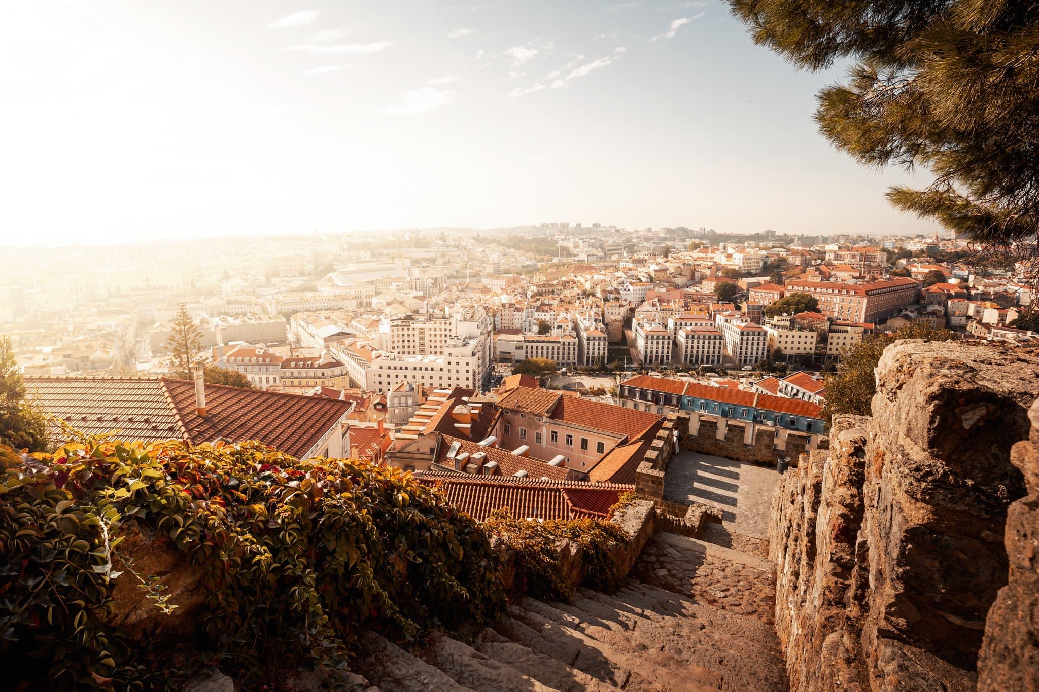 Blick auf die Innenstadt von Lissabon vom Castelo de São Jorge, Portugal, Europa