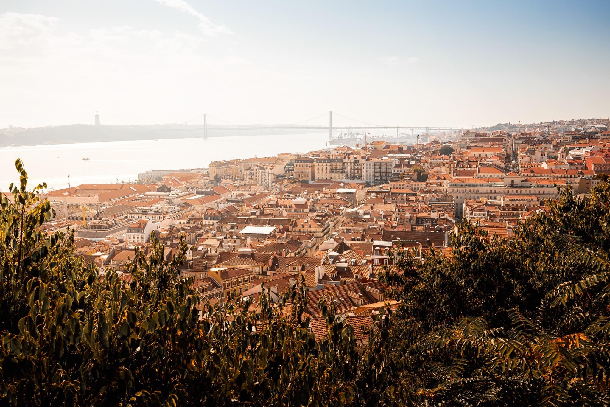 Blick auf Lissabon mit der Brücke Ponte 25 de Abril, Portugal, Europa